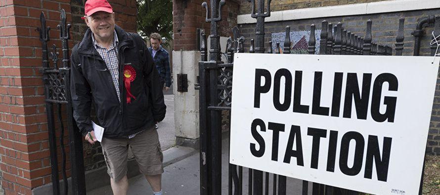 En el subconsciente de Theresa May parece ahora que operaban dos ideas. Por una parte, obtener la...