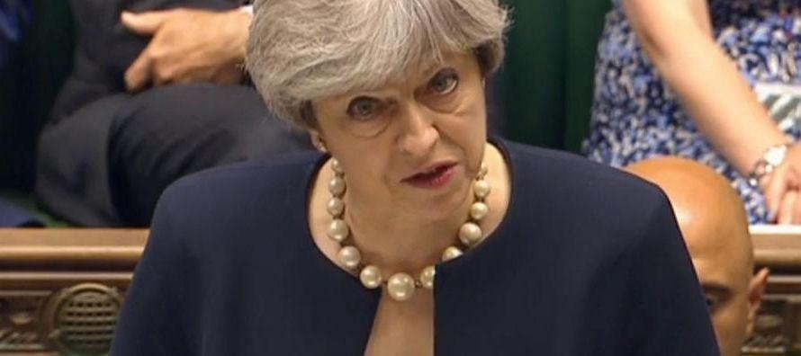 Debilitada líder británica ofrecerá derechos a ciudadanos de la UE en cumbre de Bruselas