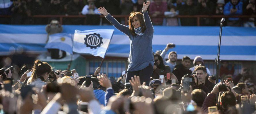 Muchos pensaron que Cristina Fernández de Kirchner estaba acabada con la derrota electoral de 2015,...