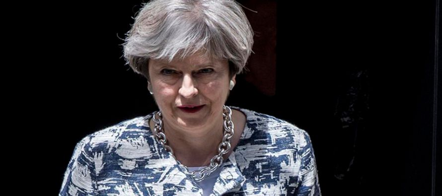 """La premier Theresa May ha recalcado ante el Parlamento que se trata de una oferta """"seria y..."""