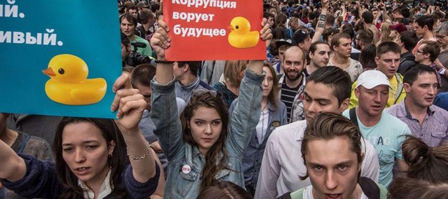 En la manifestación de Moscú, en la que participaron entre 5,000 y 100,000 personas, según las...