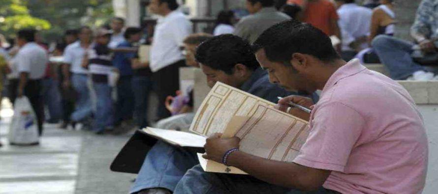 l débil desempeño en el empleo refleja la disminución en la participación laboral de los jóvenes y...