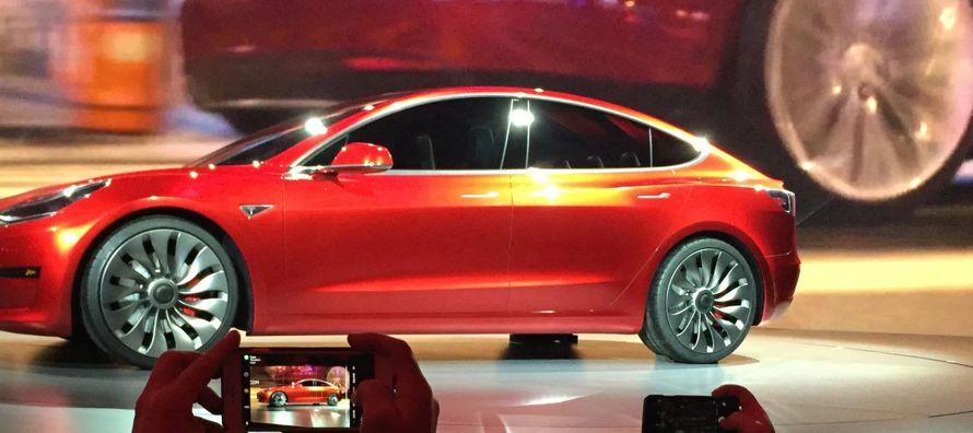 Lanzamientos anteriores de Tesla de su sedán Model S y el vehículo utilitario deportivo Model X se...