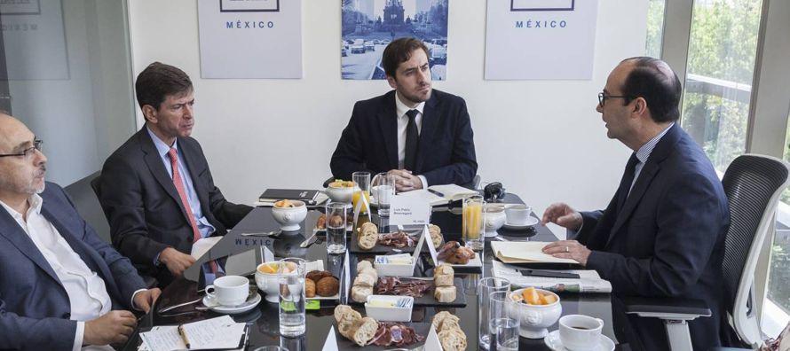 La reforma educativa nació en el seno del Pacto por México, un acuerdo entre los tres...