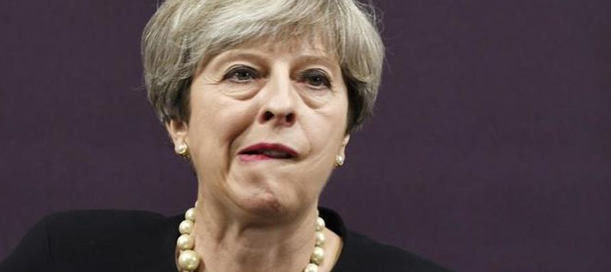 """""""Es ya una verdad reconocida universalmente entre los conservadores que la primera ministra..."""
