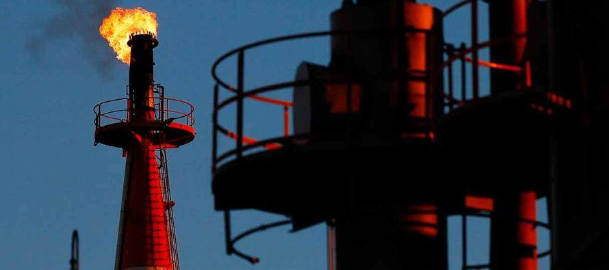 Los futuros del Brent subieron 68 centavos, o un 1,42 por ciento, a 48,42 dólares el barril,...
