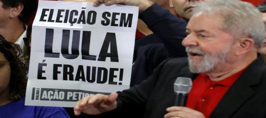 Entre gritos de 'Brasil, urgente, Lula presidente' el que fuera el líder...