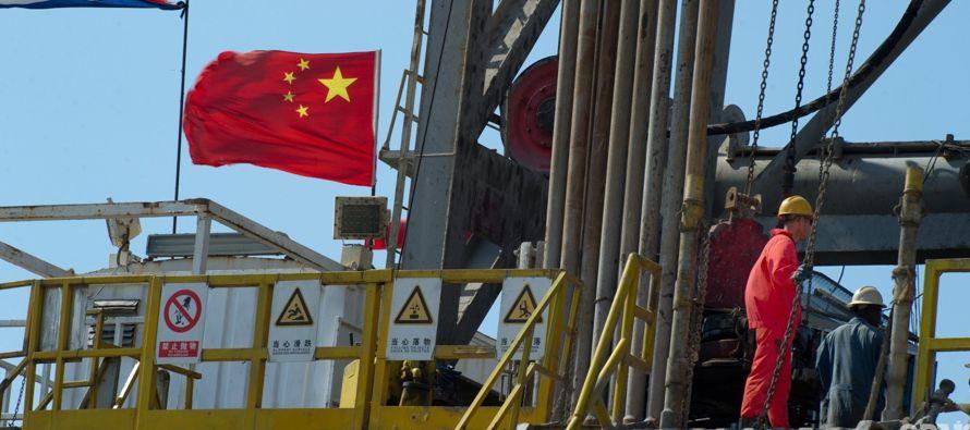 En los primeros seis meses del 2017, China importó 212 millones de toneladas de crudo, u...