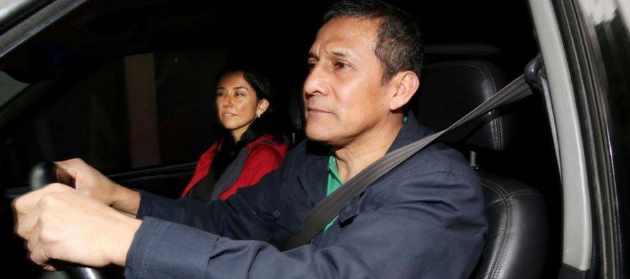 El juez Richard Concepción resolvió además la prisión para su esposa,...