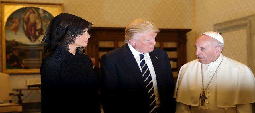 En el texto, sus autores, Antonio Spadaro, editor jefe de La Civiltà Cattolica, y Marcelo...