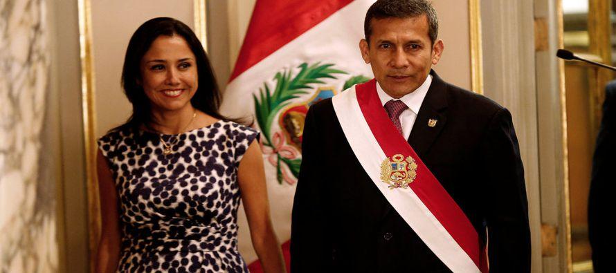 Al momento en que el expresidente Ollanta Humala y la ex primera dama Nadine Heredia ingresaban a...