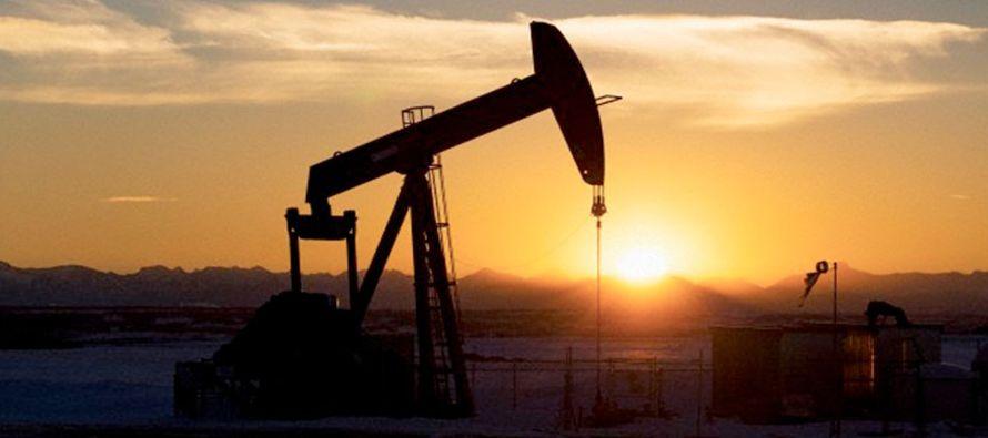 Un comité ministerial de países de la OPEP y de otros que no están en el...