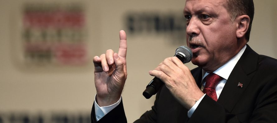 El presidente de Turquía, Tayyip Erdogan, criticó el domingo a la Unión...