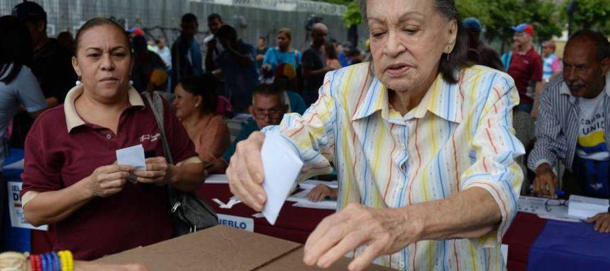 Venezuela atraviesa una de las peores crisis de su historia reciente. A la aguda recesión...