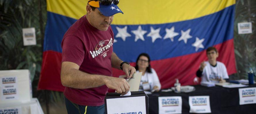 La oposición tiene casi dos años presionando por la salida de Maduro, cuyo mandato...