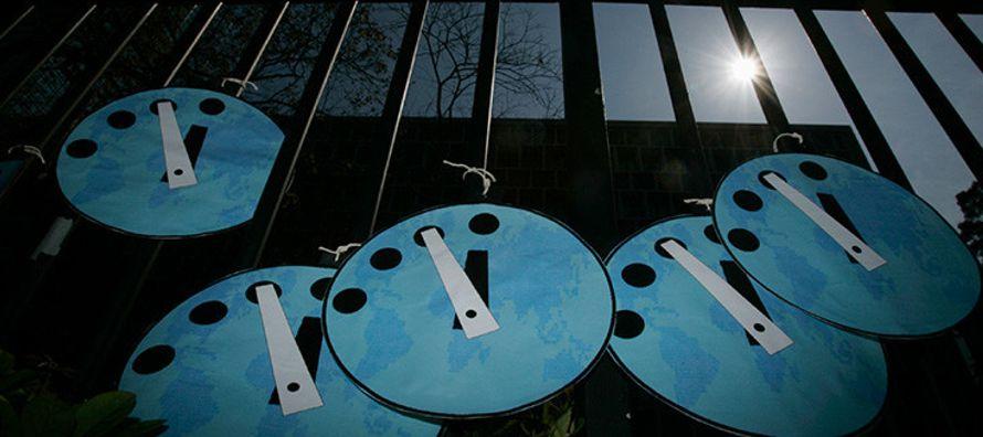 En sentido amplio, el movimiento de las manecillas de este reloj, también llamado Reloj del...