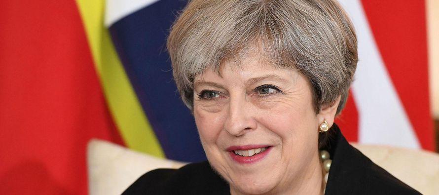 La división del gabinete nace del debate europeo, que también ha partido en dos a la...