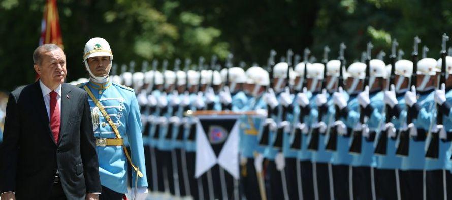 En una serie de ceremonias para honrar a los fallecidos durante el frustrado golpe y homenajear a...