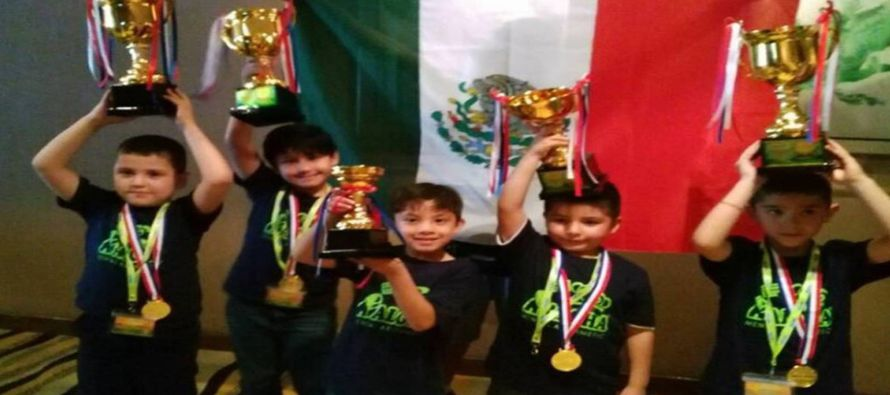 Estos cinco niños han utilizado este ábaco, originario de Japón, que permite...