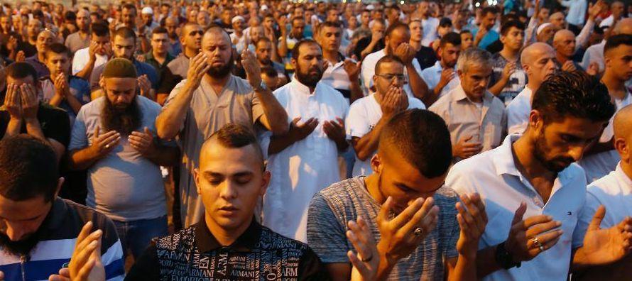 El rezo masivo este jueves en Al Aqsa -por primera vez en dos semanas y también pedido esta...
