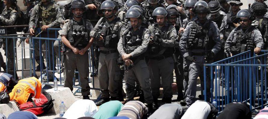 El jueves, los palestinos pusieron fin al boicot del sitio sagrado que habían iniciado, tras...