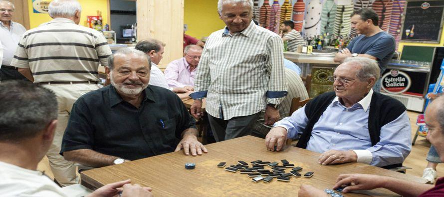 Slim Helú, de 77 años, posee una fortuna valorada en más de 50,000 millones de...