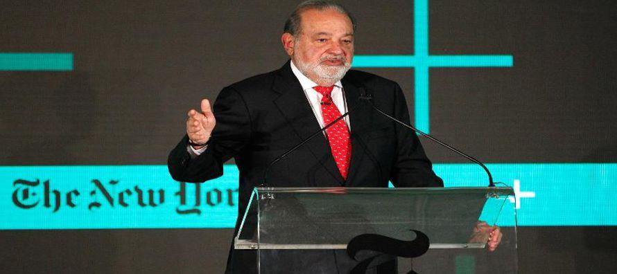 Slim es el mayor accionista del periódico, aunque la mayoría de sus acciones con...