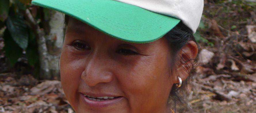 Encontré a Olinda Ataucusi entre los cacaotales de San Antonio de Sonomoro. Vestía la...