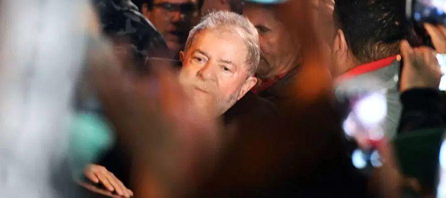 Hace un mes y medio el juez Sergio Moro, a cargo de la megacausa Lava Jato, condenó a Lula a...