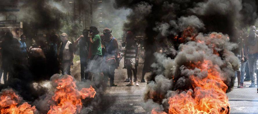 Este incidente armado se suma a la represión y el cinismo de Maduro, como síntomas de...