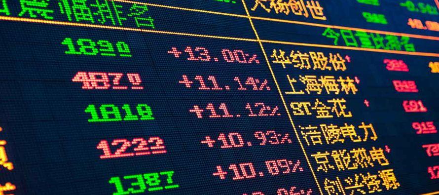 Wall Street cayó después de que el presidente estadounidense, Donald Trump,...