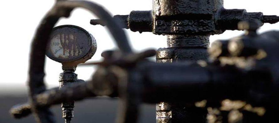 La OPEP debe reducir su producción de crudo en cerca de 1,2 millones de bpd, mientras que...