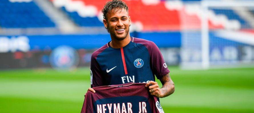 El brasileño Neymar podrá debutar con el Paris St Germain después de que la...