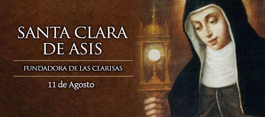 Nació en Asís, Italia, entre 1193 y 1194 en el seno de una familia...
