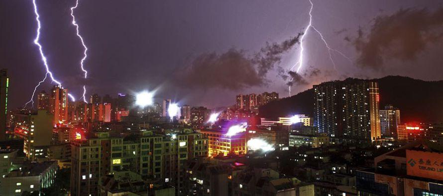 """Las autoridades de Pekín elevaron la alerta climática a """"naranja"""" desde..."""