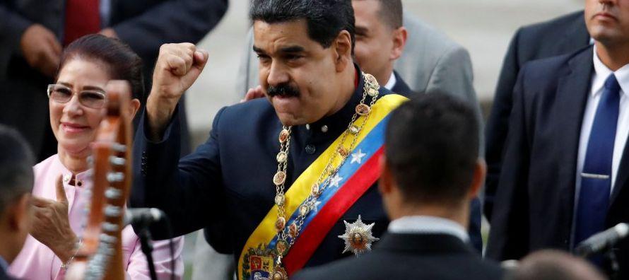 La cuna del Libertador; el país con las mayores reservas petroleras del mundo; una...