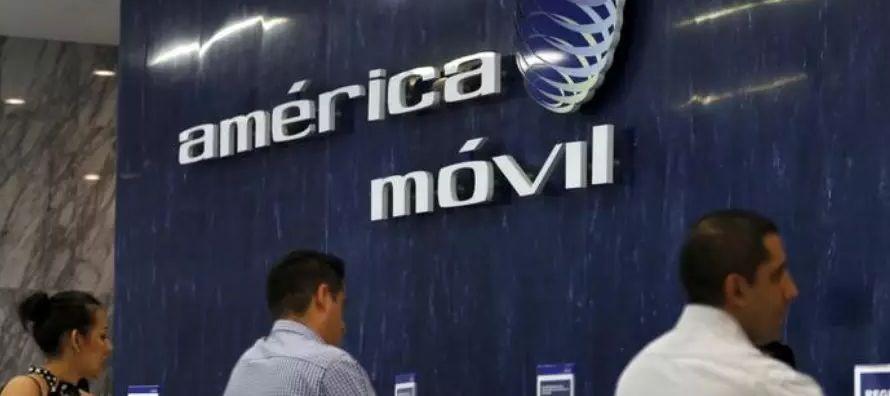 Los principales rivales en México de Slim, la estadounidense AT&T y la española...