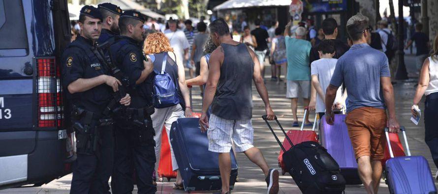 En lo que concierne al sector turístico, ha expresado su deseo de que los atentados y el...