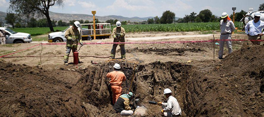 A Petróleos Mexicanos le roban de todo. Gasolina, diésel, crudo, turbosina y gas se...
