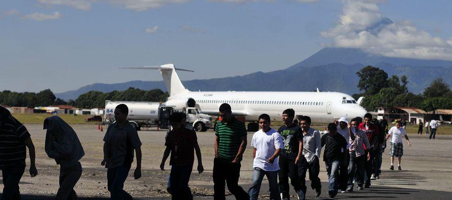 Otros funcionarios gubernamentales alertaron a las comunidades haitianas tanto en Canadá...
