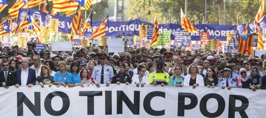 Los catalanes han salido este sábado a la calle en Barcelona para demostrar que no tienen...