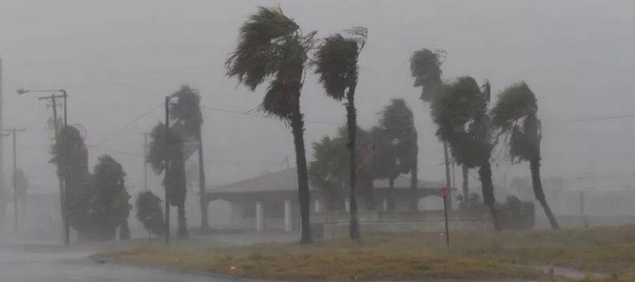El centro de la tormenta estaba el lunes a 148 kilómetros al suroeste de Houston y el...
