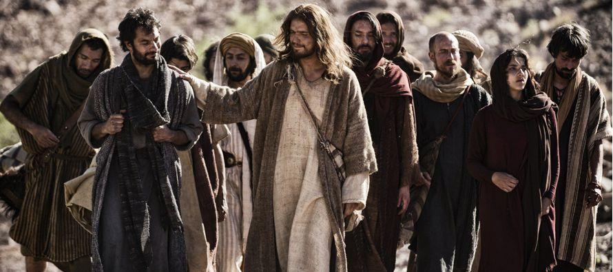 En aquel tiempo, empezó Jesús a explicar a sus discípulos que tenía que...