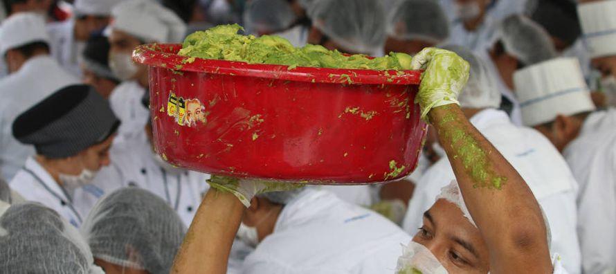 Los productores mexicanos afirman que ellos -y los estadounidenses amantes del guacamole- se han...