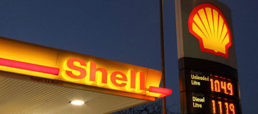 La petrolera angloholandesa Royal Dutch Shell abrió el martes su primera gasolinería...