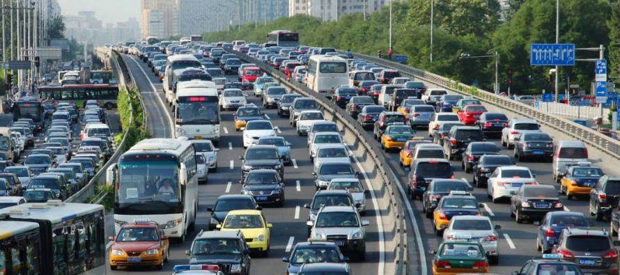 Hay una famosa cartelera que pende a lo largo de una congestionada autopista que advierte:...