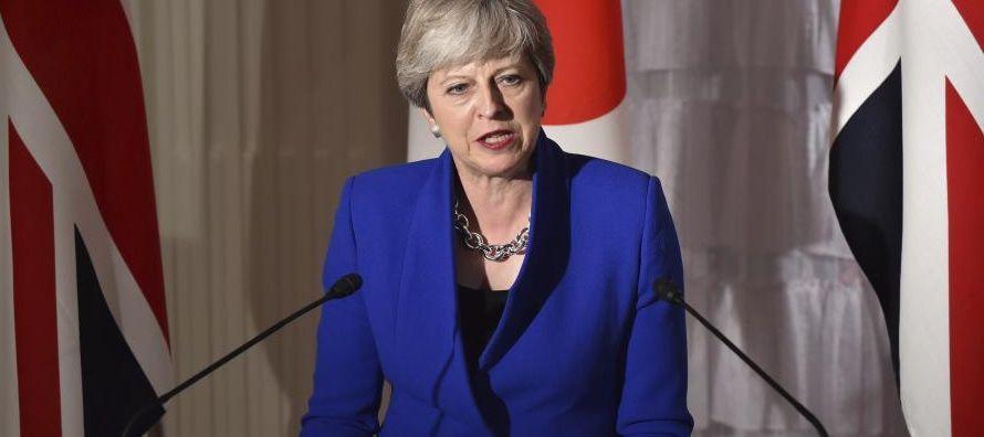 La 'premier' Theresa May planea acabar con la libertad de movimientos inmediatamente...