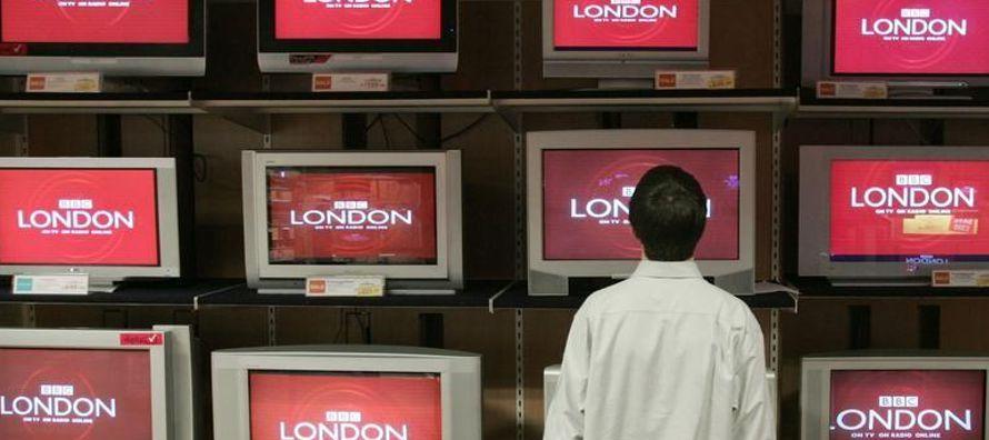 La revelación en julio de que el hombre que es la figura mejor remunerada de la BBC ganaba...