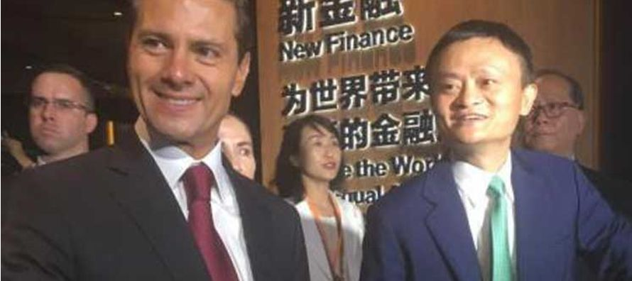 El mandatario y su comitiva conocieron el sofisticado proceso de Alibaba de producción,...