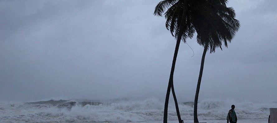 La velocidad máxima de los vientos sostenibles del huracán, que avanza hacia el...